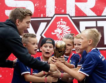 De winnaars van het Straatvoetbal Games toernooi van de KNVB